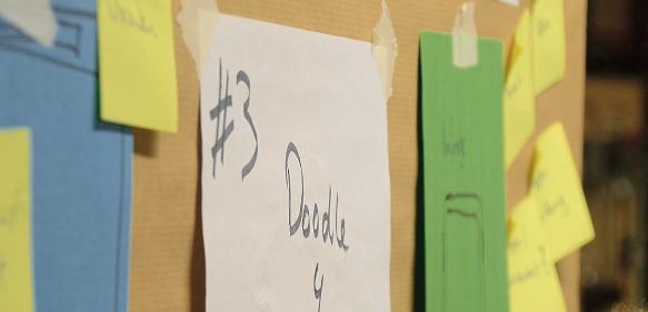 Ideen sammeln an der Pinwand (Bild: commons-wikimedia_edulabsde)