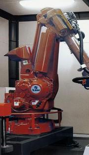 Roboterzelle Iron Blade: Entgratet Guss- und Leichtmetallteile