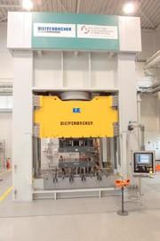 Presse Impress: Stahlpresse für Forscher