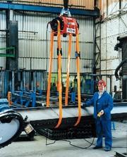 Lastwendegerät Rotomax: Ein Mann  dreht Tonnenlasten