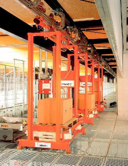 Paletten-Hochbahn: Verkehr auf zwei Ebenen