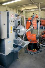 Roboter-Schleifzentrum: Feines Finish für Flächen