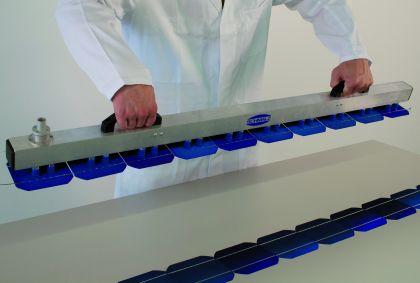 Vakuumtechnik: Vakuumgreifer packt den String