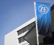 Flagge mit neuem ZF-Logo