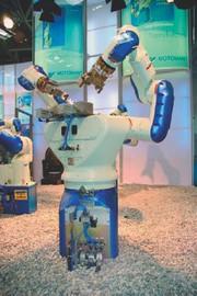 Roboter: Ähnlichkeiten zu Schlange und Mensch
