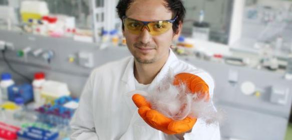 Federn als Rohstoff: Neue Biomaterialien aus Proteinen