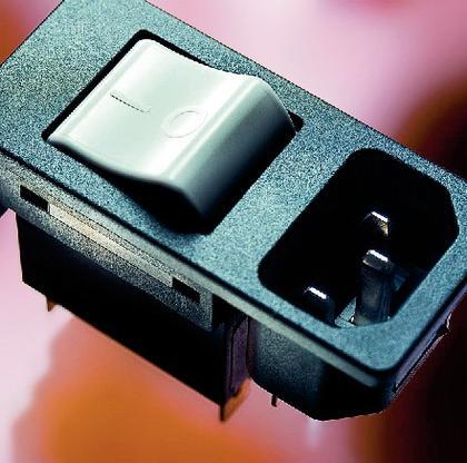 Gerätesteckerkombielement: Unter Strom stehen