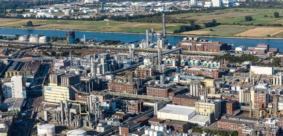 BASF SE mit ihrem Stammwerk in Ludwigshafen am Rhein