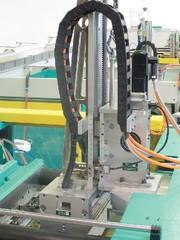 Düsen für LSR-Verarbeitung, Handling an LSR-Maschinen: LSR-Verarbeitung  mit Reserven