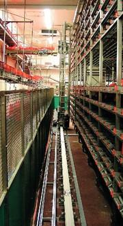 Edelstahl-Regalbediengerät Neo.VA: Frische-Center auf Hochtouren