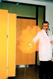 Labortechnik: Umgang mit Gefahrstoffen