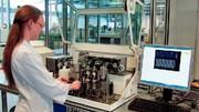 Micro-Array-Handling: Minilabor weist Antibiotikarückstände in Milch nach –