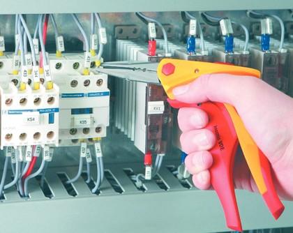 VDE-Werkzeuge: Schrauben  unter Spannung