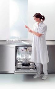 Laborglas-Reinigungs- und Desinfektionsautomaten: Laborglas richtig aufbereiten
