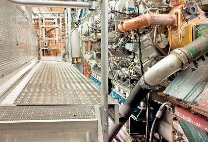 Motorenprüfbühne: Treppe zum Motor