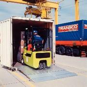 Überladebrücken: Ab in den Container
