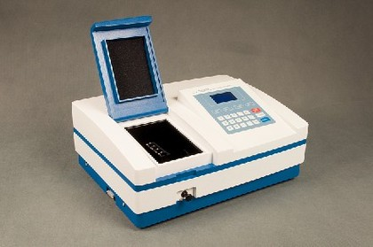 Spektralphotometer mit viel Zubehör: UV/VIS-Spektralphotometer