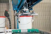 Auch beim Eimer-Handling steigt die Automatisierung: Roboter für den Eimer