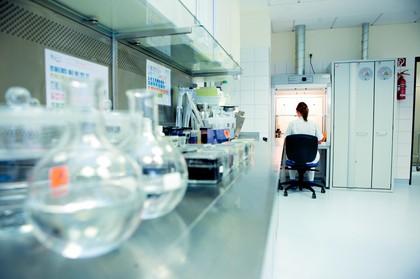 Arbeitsschutz: Gefahrstoffe direkt am Arbeitsplatz