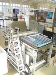 Leiterplattenfertigung: Leiterplatte in Drehung