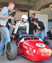 Formula Student: Rasanter Kunststoff - Formula Student wird unterstützt
