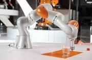 Leichtbauroboter von Kuka auch für Montagearbeiten: Des Monteurs dritte Hand