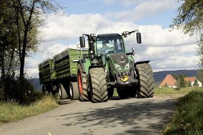 Gesteuerter Impulsschrauber für die Traktorenmontage: Große Momente in einer Hand