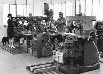 Eisenblätter feiert 40 Jahre Längsschleifmaschine: Edel seit vier Jahrzehnten
