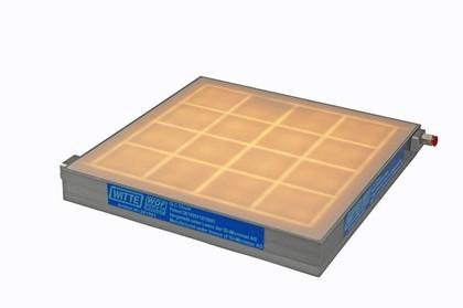 Durchlicht- Vakuum- Spannplatten: Spannt Dinge schonend
