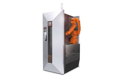 Flexible Roboterzelle für Kleinserien-Bearbeitung: Freier Zugang zur Maschine