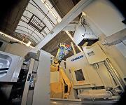 Bearbeitungsmaschine mit Roboter