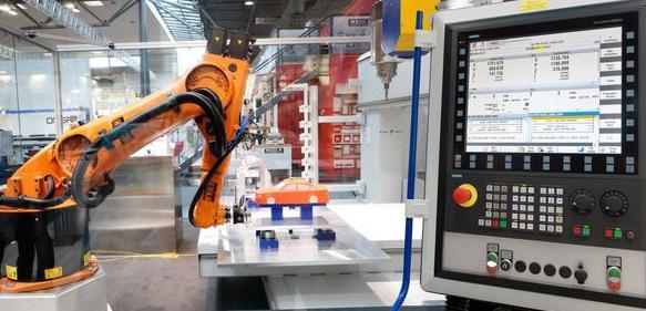 CNC-Integration macht Roboter zum Teil der Maschine.
