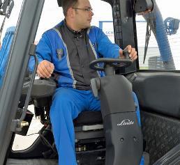 schwenkbaren Sitze der Linde MH-Stapler