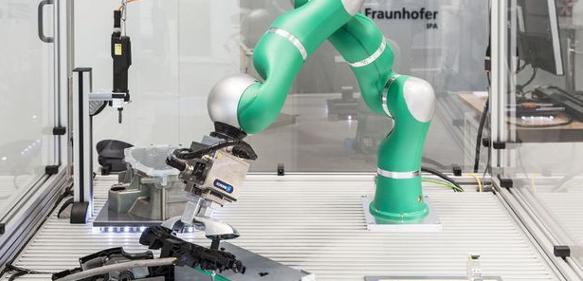 Die Software Pitasc ermöglicht feinfühlige, automatisierte Montageprozesse für Roboter aller Hersteller. (Foto: Fraunhofer IPA)