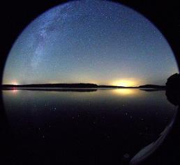 Nachthimmel über dem Stechlinsee