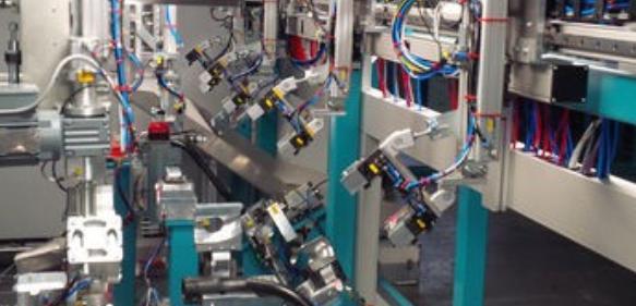 Schweiß- und Verarbeitungsanlage für PKW-Kraftstoffeinfüllrohre