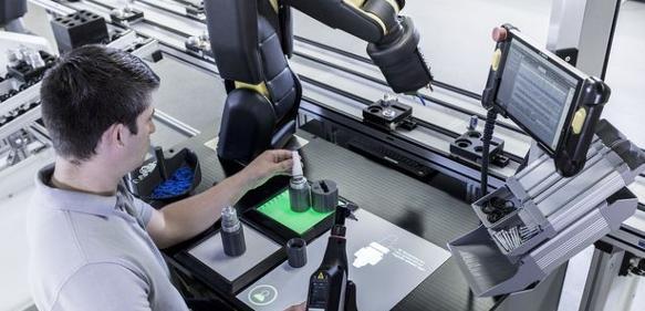Arbeitsplatz der Zukunft: Apas packt an