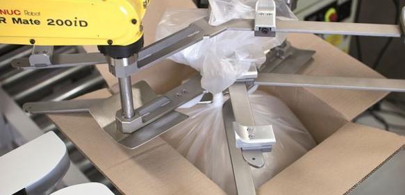 automatisiertes verschlie en von beuteln in kartons das ist verschluss sache handling online. Black Bedroom Furniture Sets. Home Design Ideas