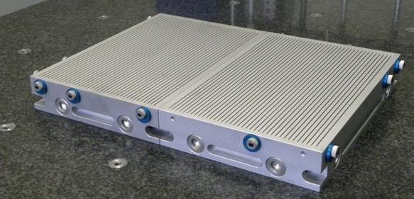 Witte Schlitz-Spannplatten