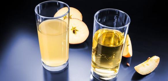 Gläser mit Äppelwoi