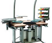Arbeitsplatz mit integrierter Materialzuführung