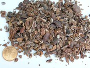 Nibs, die Bruchstücke der Kakaokerne, sind Ausgangsstoff für die Herstellung von Schokolade.