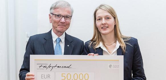 Preisstifter Senator E.h. Stefan Messer und Preisträgerin Annette Andrieu-Brunsen
