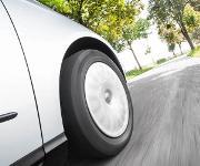 Das neu entwickelte Polyvest® ST von Evonik hat das Potenzial, den Rollwiderstand von Reifen noch weiter zu senken.