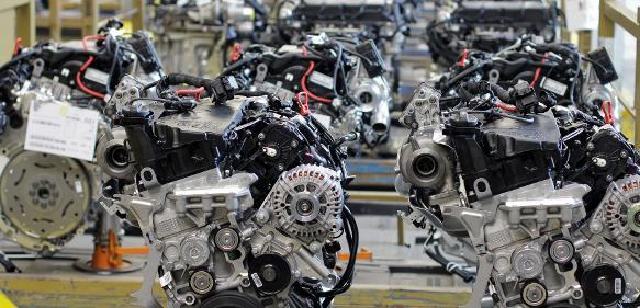 Motoren-Vormontage bei Magna