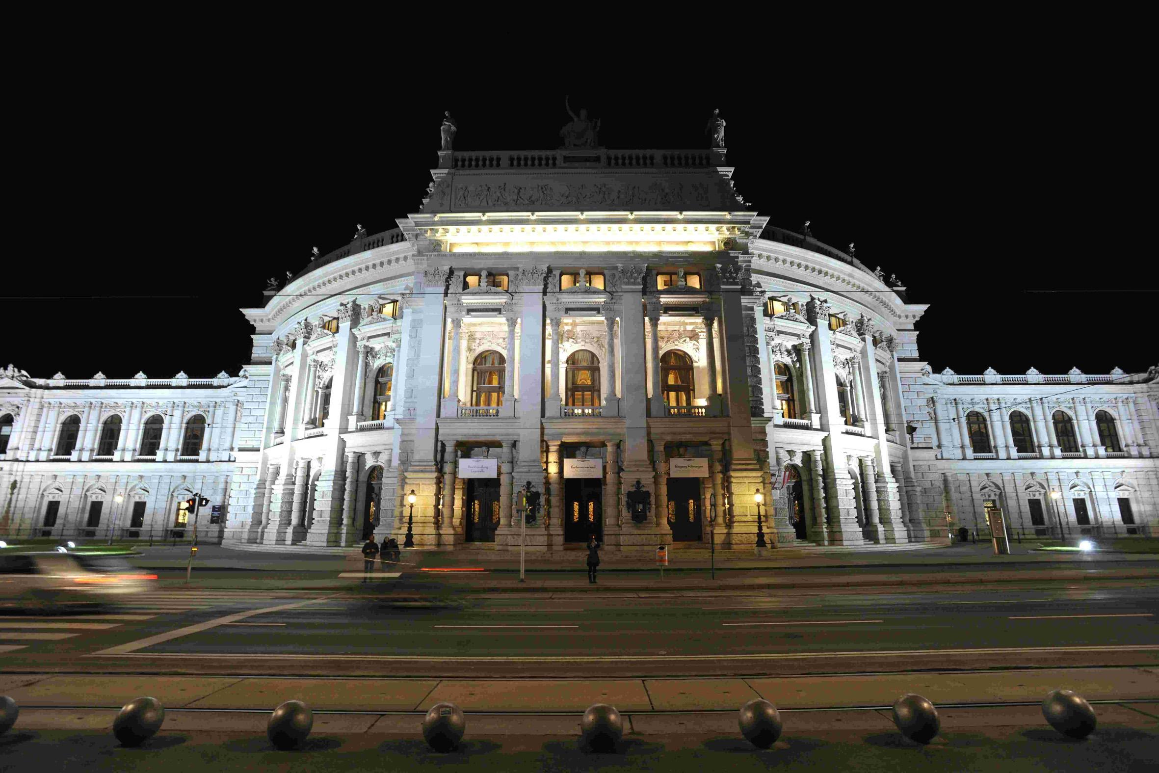 Bosch Rexroth installierte Bühnenleitsteuerung: Burgtheater mit Technik-Premiere