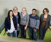Von links: Prof. Dr. Elke Deuerling, Dr. Marie Anne Hanebuth, Sandra Fries, Dr. Alok Jain und Prof. Dr. Christine Peter. (Foto: Universität Konstanz)