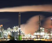 Chemiker der Friedrich-Alexander-Universität Erlangen-Nürnberg (FAU) haben ein Verfahren entwickelt, mit dem Stickoxide, die in industriellen Prozessen anfallen, für die Herstellung von Farbstoffen und Arzneimitteln genutzt werden können.