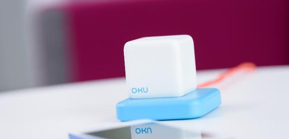 """Das von mySkin entwickelte mobile Endgerät """"OKU"""" analysiert verschiedenste Hauteigenschaften und kann Empfehlungen zur Hautpflege geben. (Bild: Evonik)"""