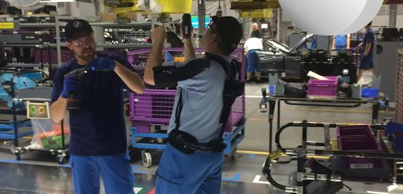 Exoskelett als Montagehilfe